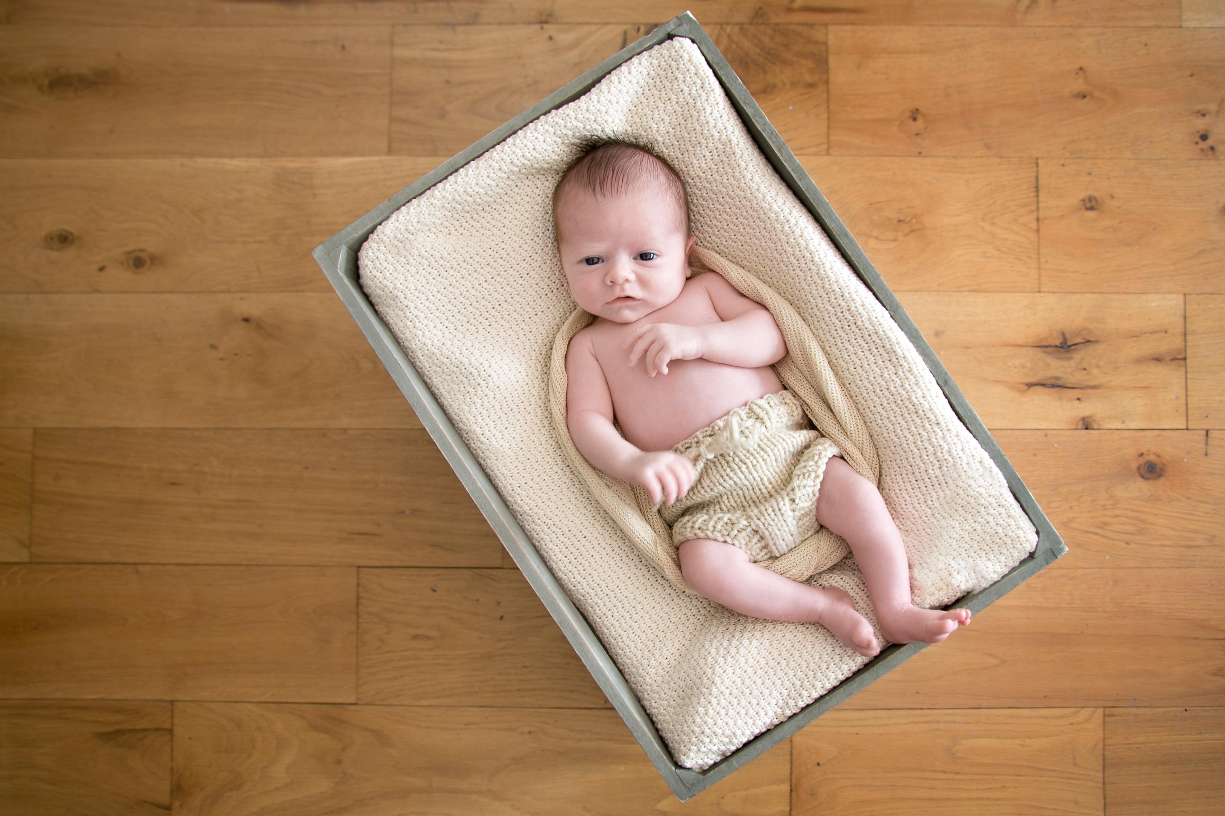 Photographe de naissance à domicile à Courbevoie