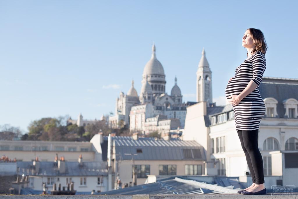 Séance photo grossesse originale sur les toits de Paris 75
