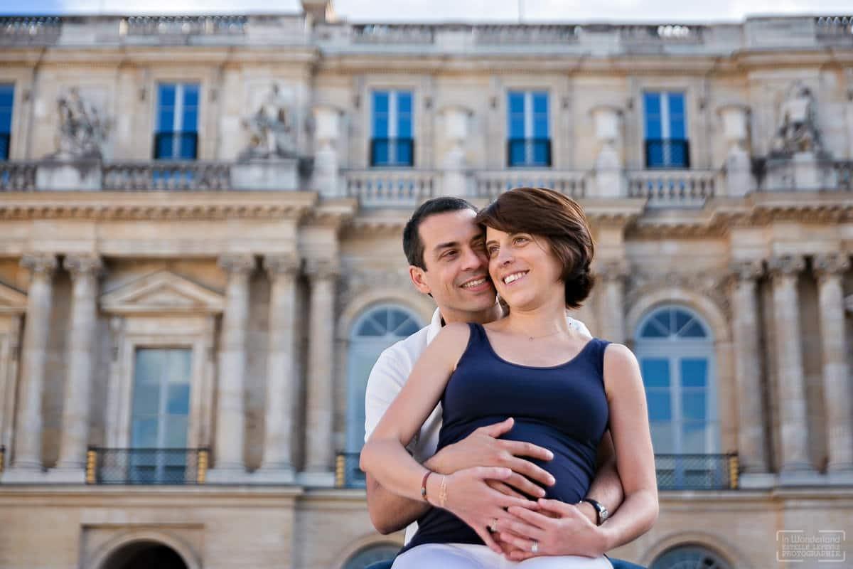 Séance photo de grossesse photographe à Paris Palais Royal