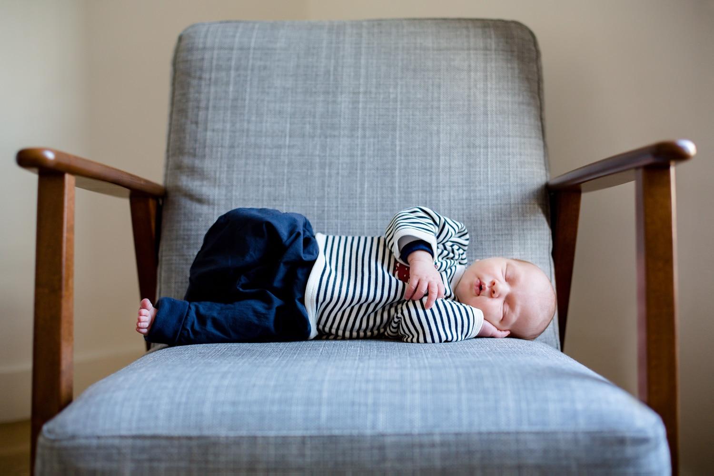 Photos de naissance à domicile photographe bébé à Clichy