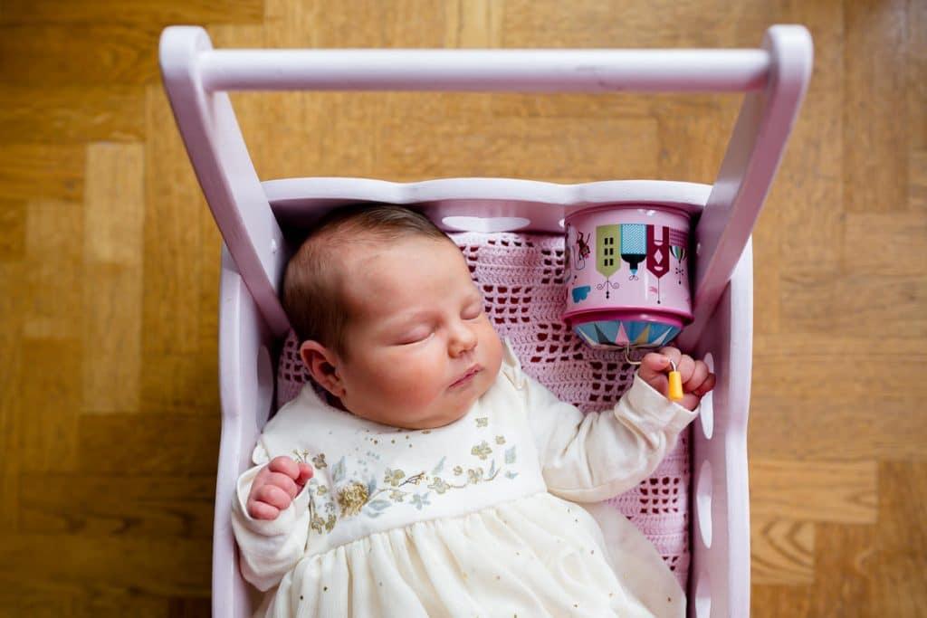 Photographe à domicile photos de bébé à Courbevoie