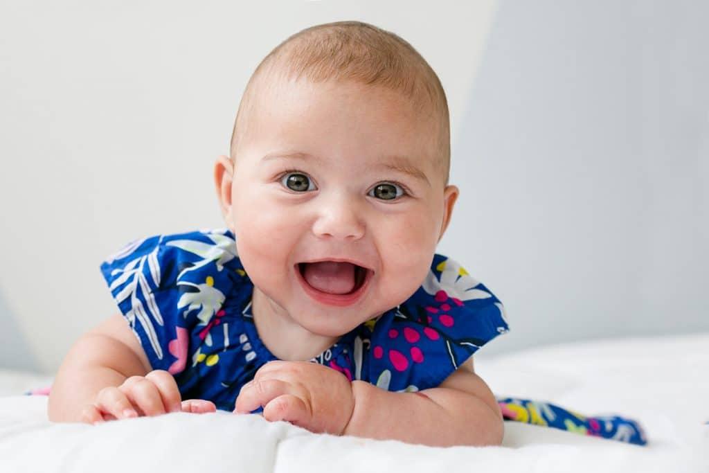 Séance photo en famille avec bébé à domicile photographe à Bois Colombes