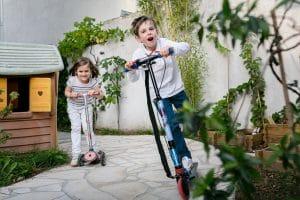 Photos d'enfants en famille à domicile photographe Courbevoie 92