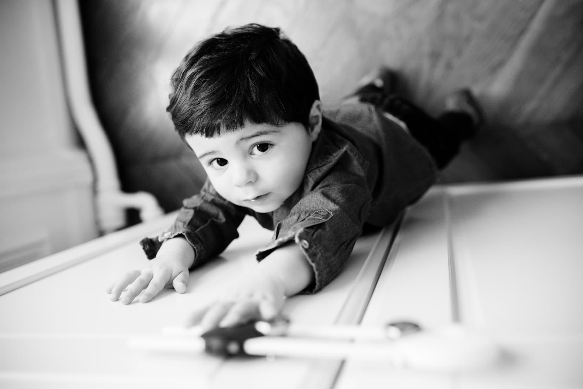 Photographe enfants famille a domicile à Levallois