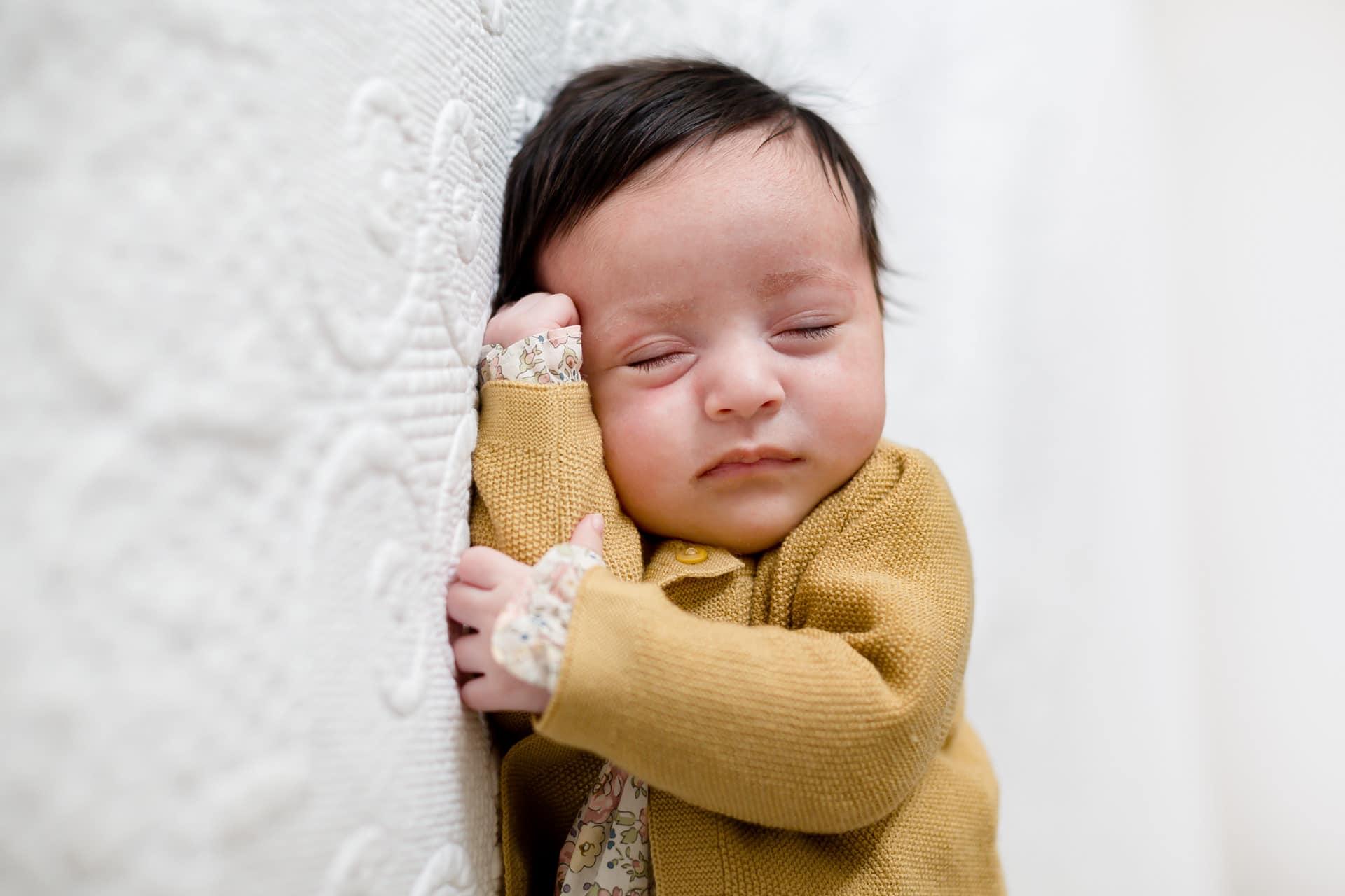 Photographe naissance bébé domicile Levallois